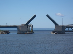 Bridge opens at Barra Strait - we need to stay right in the center!